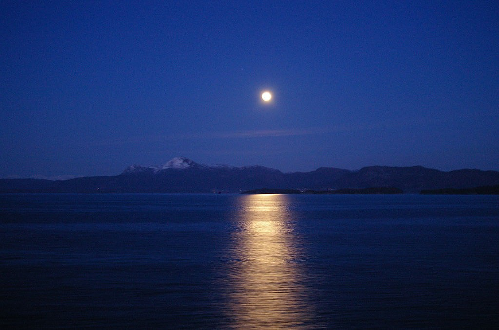 1024px-bjrnafjorden_in_moonlight.jpg
